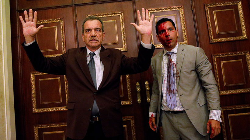 Opposition lawmaker Luis Stefanelli (L) gestures next to fellow opposition lawmaker Leonardo Regnault after a group of government supporters burst into Venezuela's opposition-controlled National Assembly during a session, in Caracas, Venezuela July 5, 2017. (Carlos Garcia Rawlins/Reuters)
