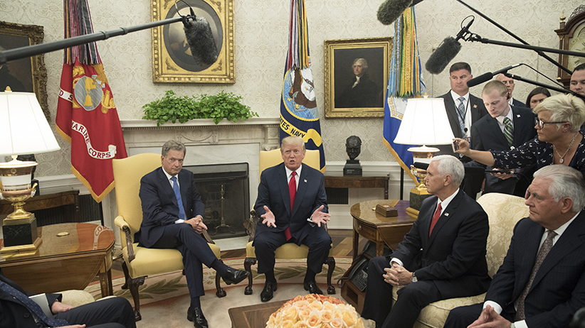 WASHINGTON, DC - AUGUST 28: US President Donald J. Trump (C) delivers remarks to members of the news media during his meeting with President Sauli Niinisto (L) of Finland, US Secretary of State Rex Tillerson (R) and US Vice President Mike Pence (2-R) in the Oval Office of the White House on August 28, 2017 in Washington, D.C. (Photo by Michael Reynolds-Pool/Getty Images)