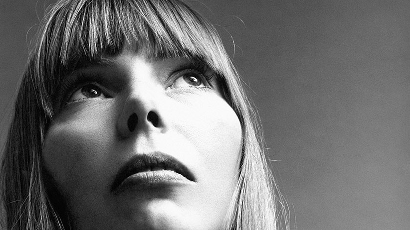 Head shot of Canadian singer-song writer Joni Mitchell. (Jack Robinson/Condé Nast/Getty Images)