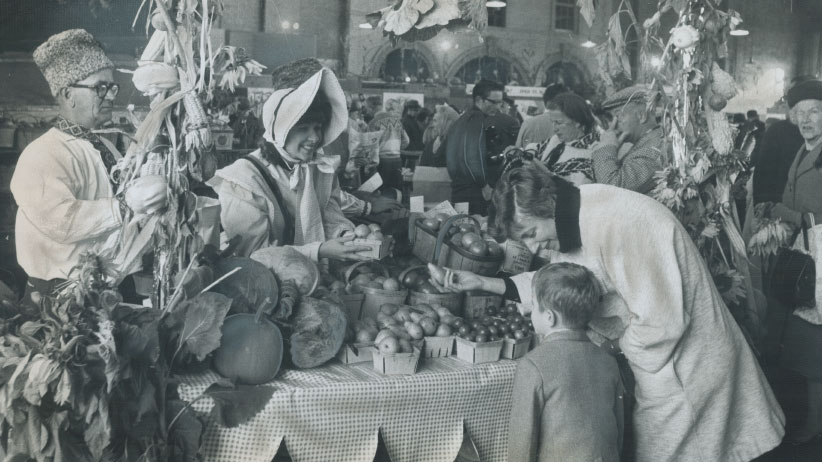 Patrons and farm producers turned Toronto's St. Lawrence Market into an old-time country fair in tribute to Canada's agricultural heritage for Thanksgiving, on Oct. 7, 1967. (Reg Innell/Toronto Sta/Getty Images)