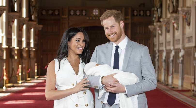 572f5ac59f8dd The royal couple give a peek at their happy family as they show off their  new son to the world