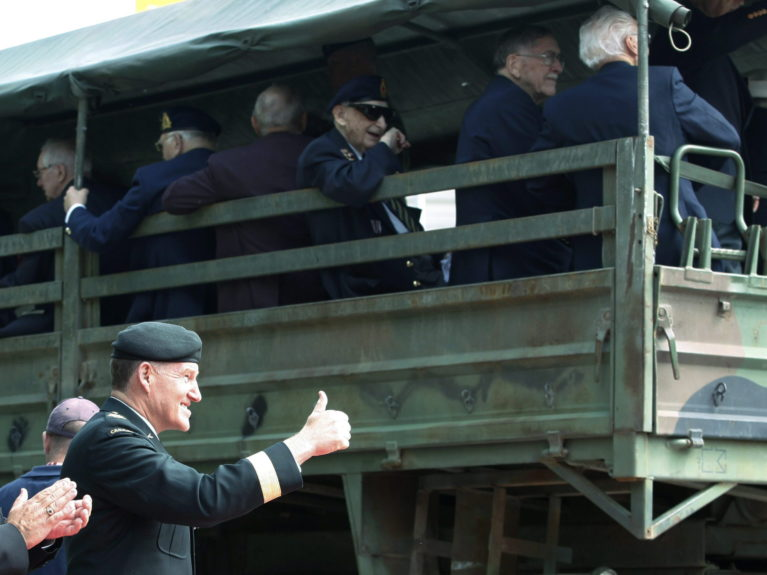 Chief of National Defence General Walter Natynczyk gives the thumbs up to veterans who arrive by military trucks in Ottawa on June 6, 2009 to take part in the 65th anniversary of D-Day (CP/Fred Chartrand)