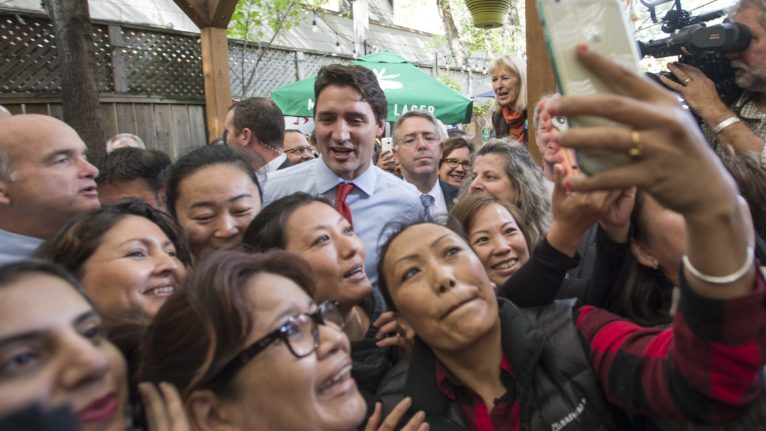 A group of supporters gather around Trudeau during a campaign stop in Toronto on Oct. 13, 2015 (CP/Paul Chiasson)