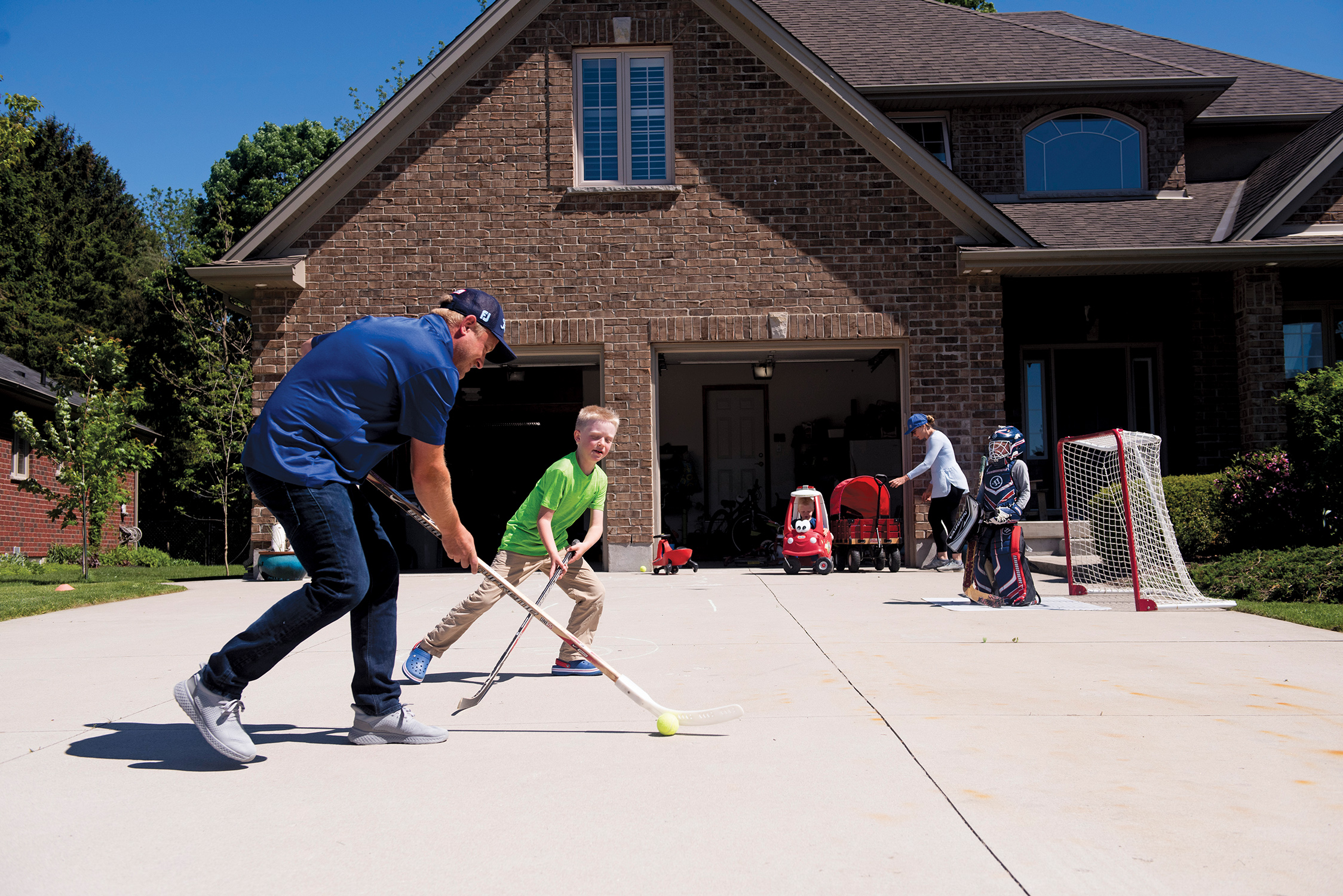 Neil Miller plays hockey with his son Joshua (Photograph by Marta Iwanek)