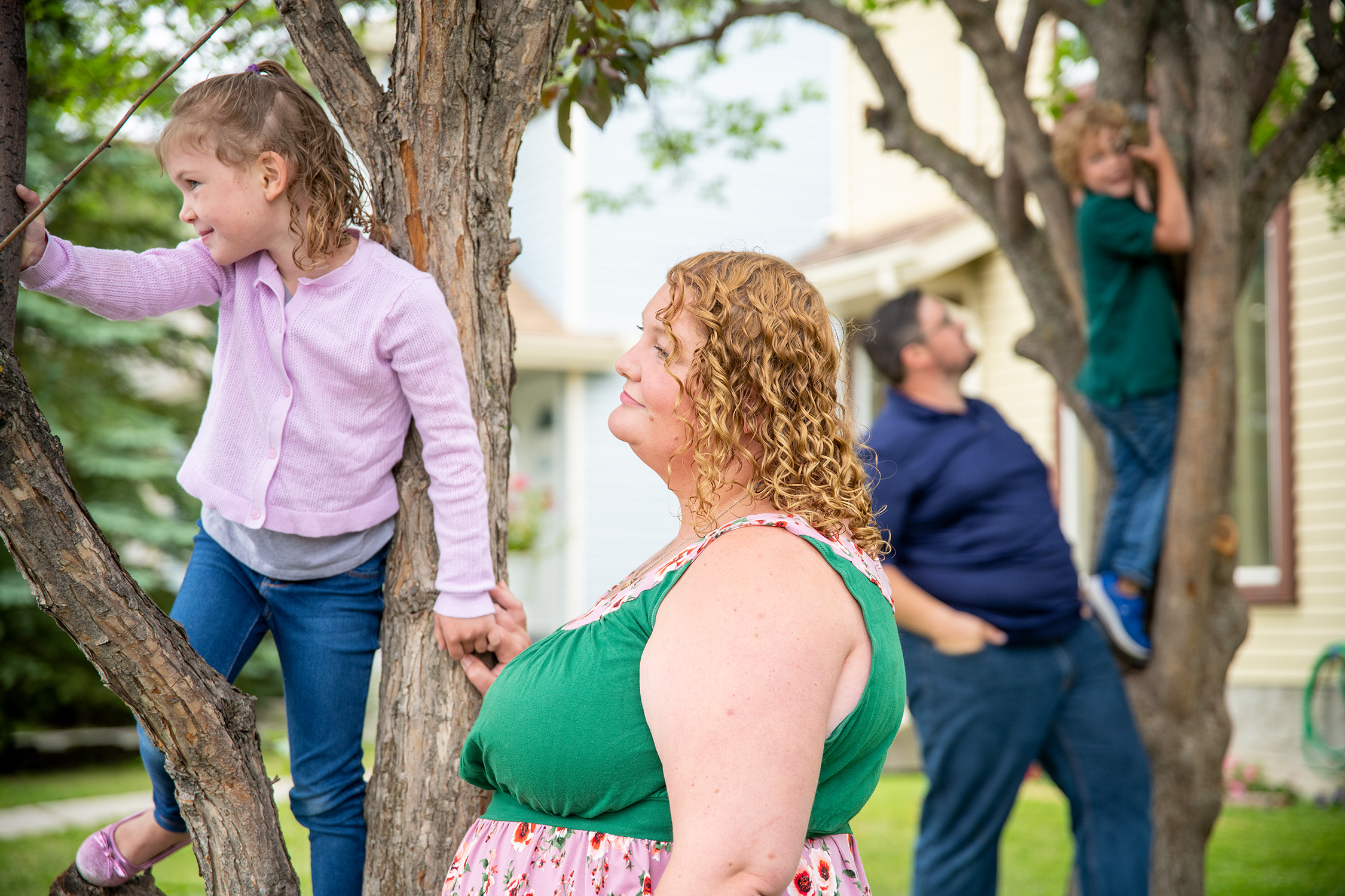 Tova Fertal with her daughter Clara, 4, while David, her husband, plays with their son Elliot, 6. (Photograph by Bryce Meyer)