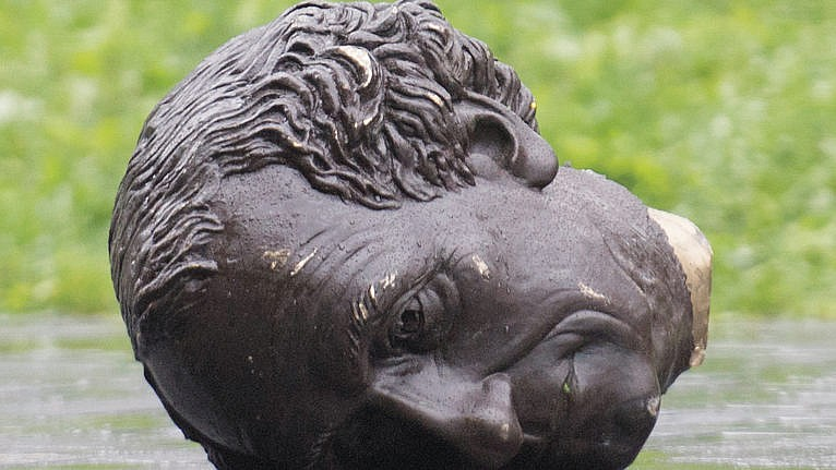 The head of a statue of Sir John A. MacDonald in Montreal, in August 2020 (Graham Hughes/CP)