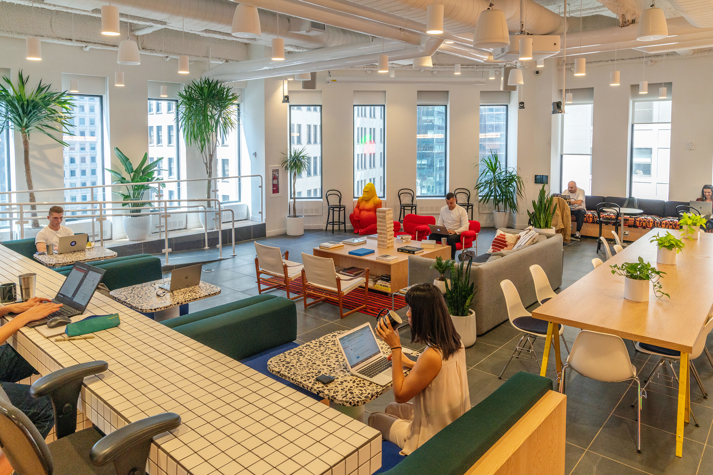 Members at a WeWork co-working space in NYC; at its peak, the company had 280 locations (David 'Dee' Delgado/Bloomberg/Getty Images)