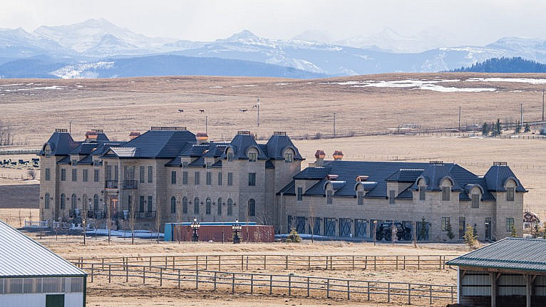 The mystery mansion near Calgary that has everyone talking - Macleans.ca