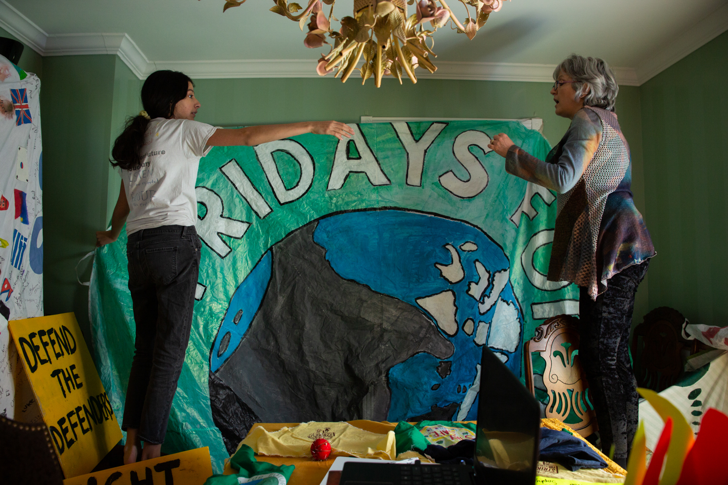 Orlando helps her daughter decorate their living room ahead of the Earth Day event (Photograph by Vanessa Tignanelli)