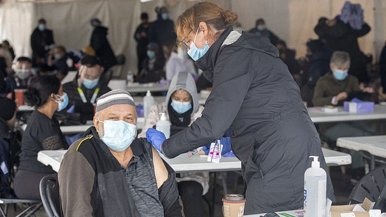 A nurse administers a COVID-19 vaccine at a pop-up clinic at the Masjid Darus Salaam in the Thorncliffe Park neighbourhood in Toronto on Sunday, April 11, 2021. THE CANADIAN PRESS/Frank Gunn