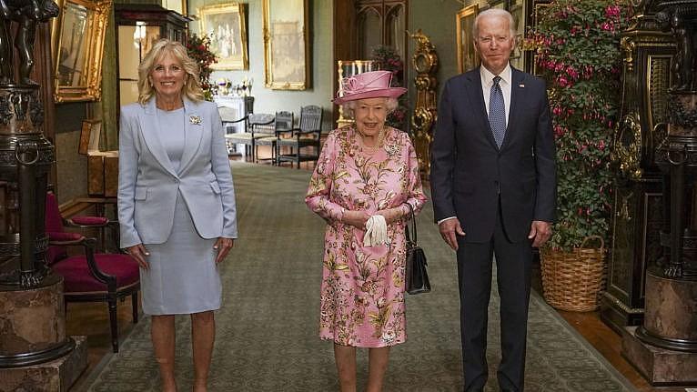 Queen Elizabeth II with U.S. President Joe Biden and his wife Jill Biden in the Grand Corridor at Windsor Castle on Sunday (Steve Parsons/Pool via AP)