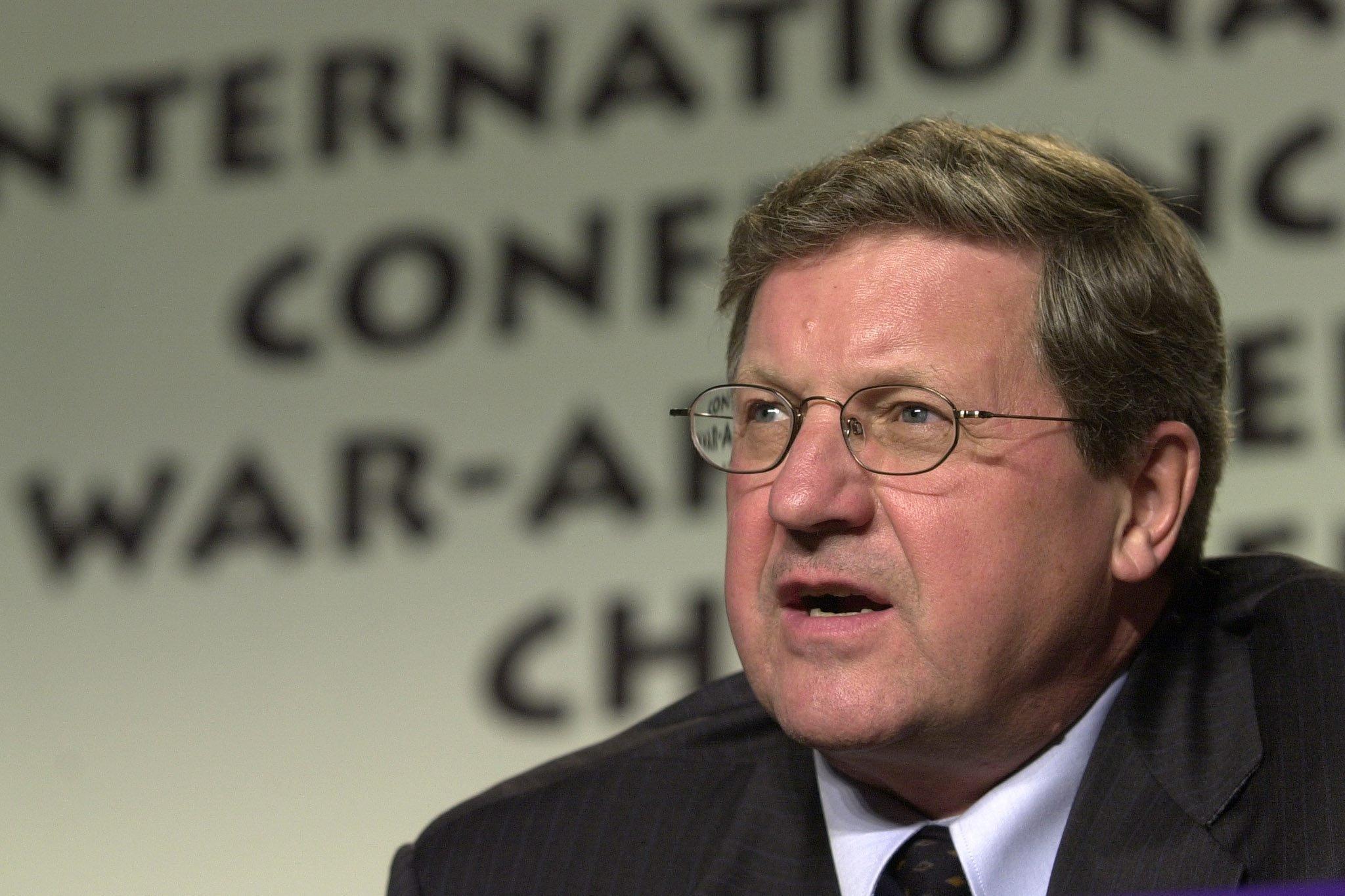 Axworthy در سال 2000 در کنفرانس بین المللی کودکان مبتلا به جنگ در وینیپگ (فرد گرینسلید / CP)