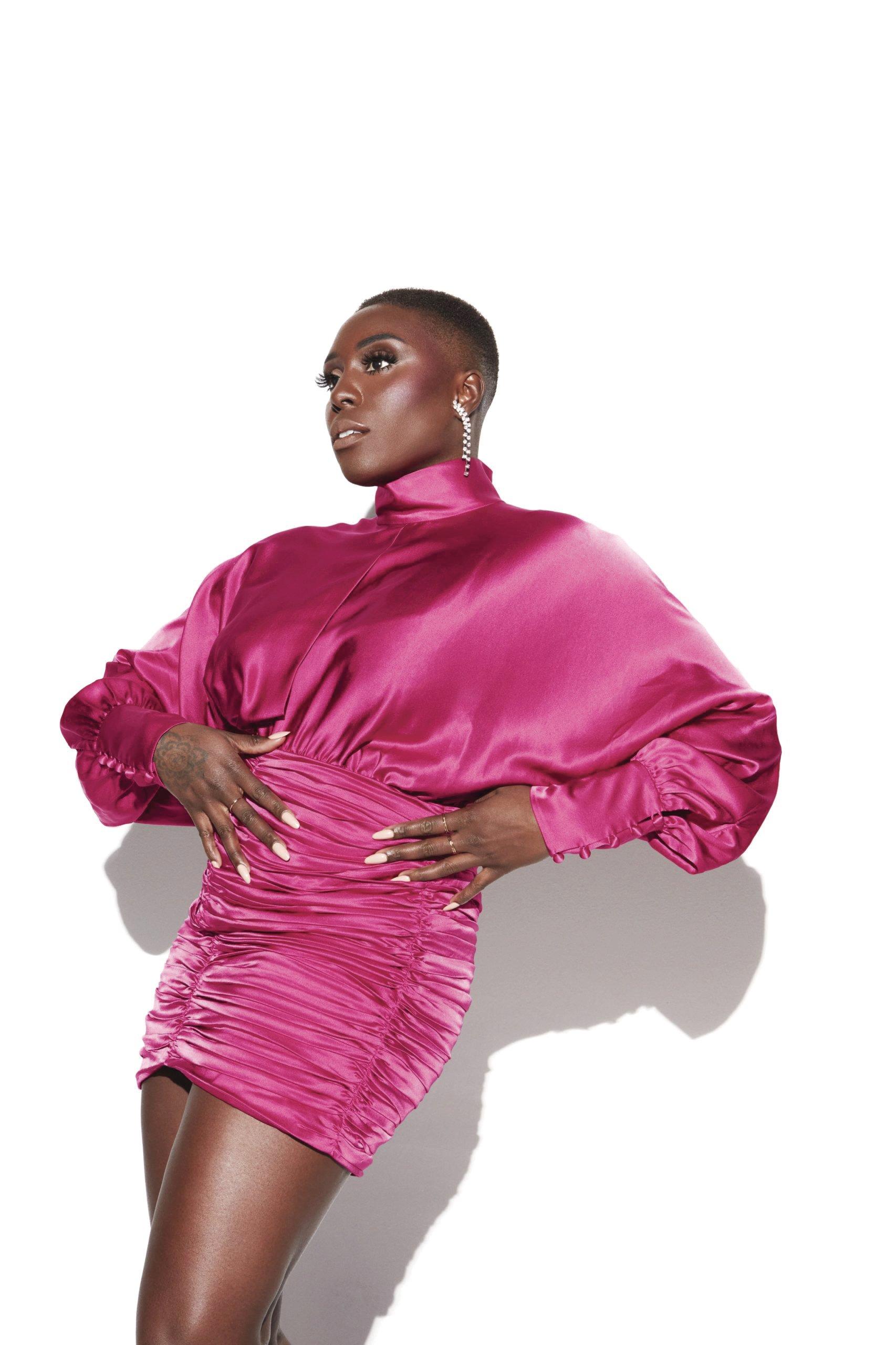 خواننده انگلیسی لورا موولا (با مجوز از Atlantic Records)