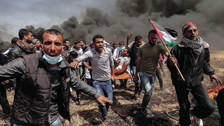 Palestinians and Israeli forces clash in 2016 (Said Khatib/AFP/Getty Images)
