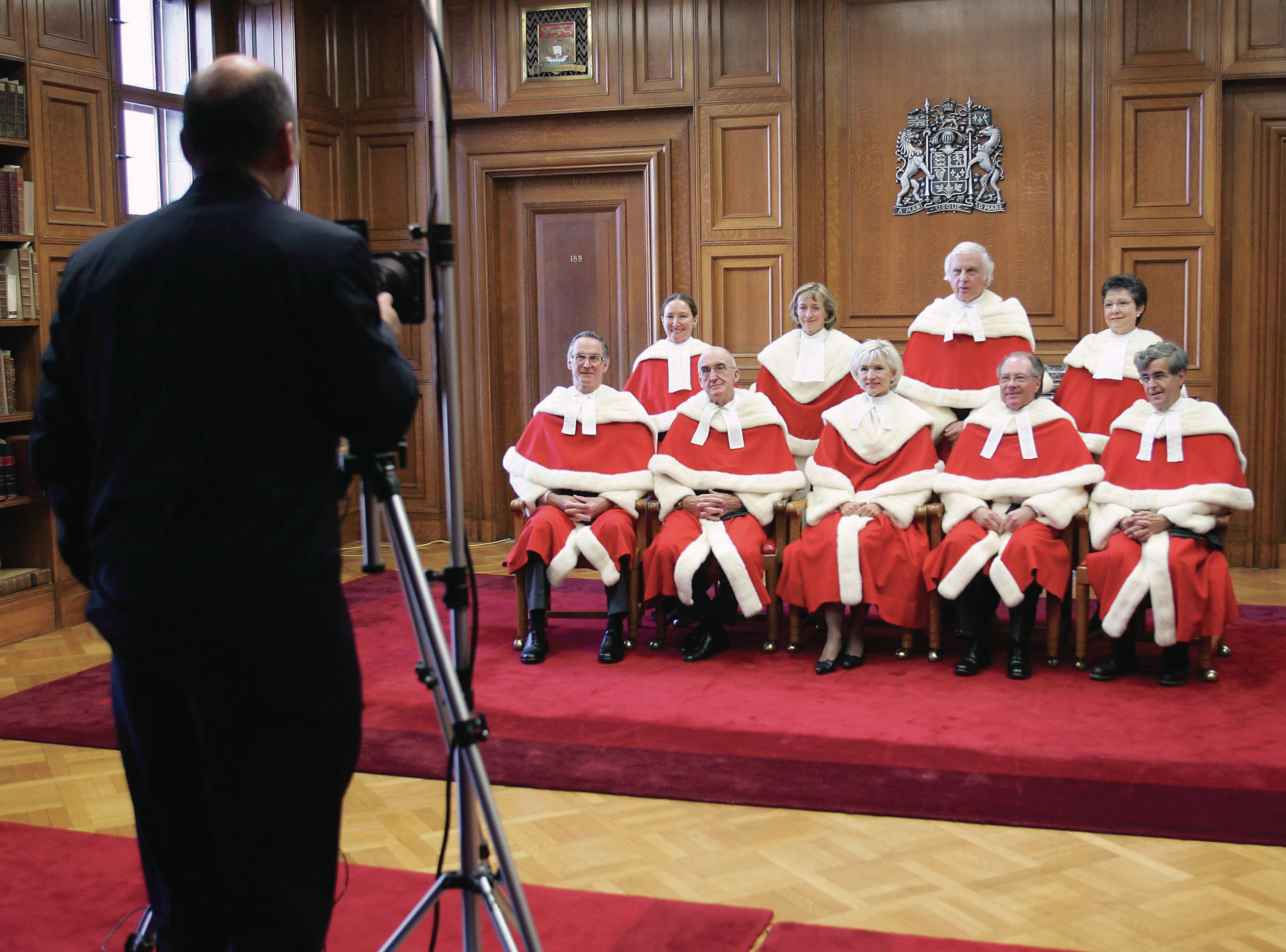 Posing for an official Supreme Court photo (Abella in back row, far left) in 2004 (Jonathan Hayward/CP)