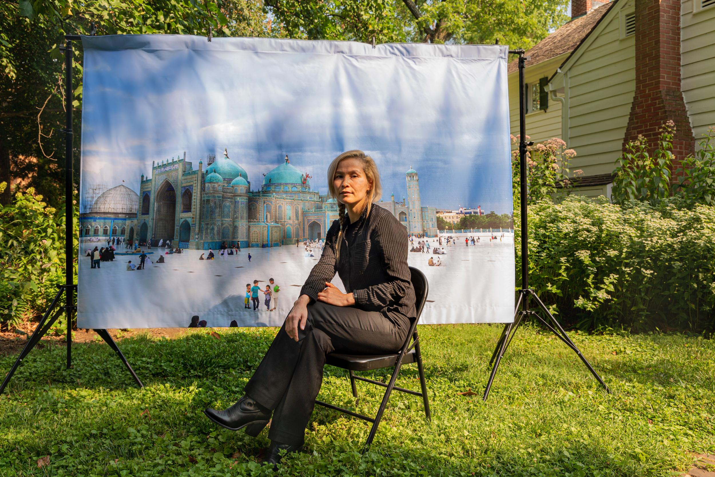 Hadia Essazada (Photograph by Farrah Skeiky; mural photograph: Wasim Mirzaie)