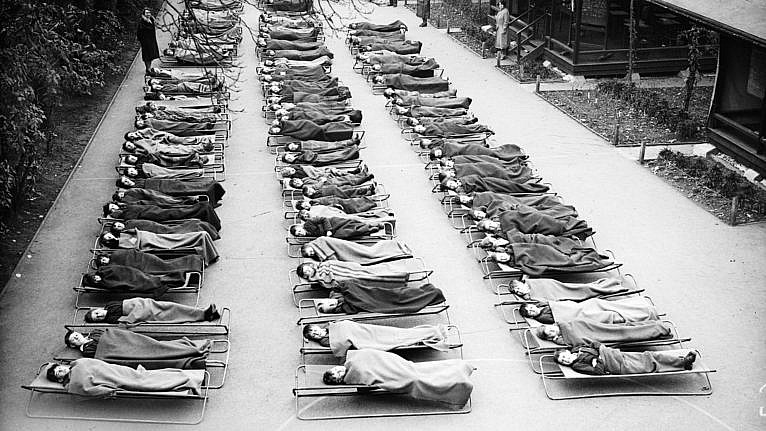 Children suffering from tuberculosis sleep outside at London hospital in November 1932 (Fox Photos/Getty Images)