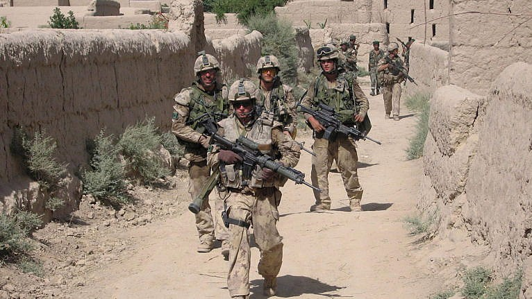 Canadian troops patrol the Afghan village of Zangadin on June 14, 2006 (John Cotter/CP)
