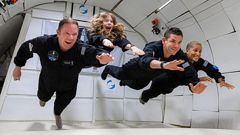 COUNTDOWN: INSPIRATION4 MISSION TO SPACE (L to R) CHRIS SEMBROSKI, HAYLEY ARCENEAUX, JARED ISAACMAN and DR. SIAN PROCTOR in COUNTDOWN: INSPIRATION4 MISSION TO SPACE. Cr. JOHN KRAUS/COURTESY OF NETFLIX