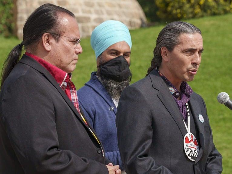 NDP leader Jagmeet Singh and Grand Chief Garrison Settee, left, Manitoba Keewatinowi Okimakanak, listen to Grand Chief Arlen Dumas, right, Assembly of Manitoba Chiefs, following a meeting Manitoba Keewatinowi Okimakanak in Winnipeg, on Thursday, August 26, 2021. (Paul Chiasson/CP)
