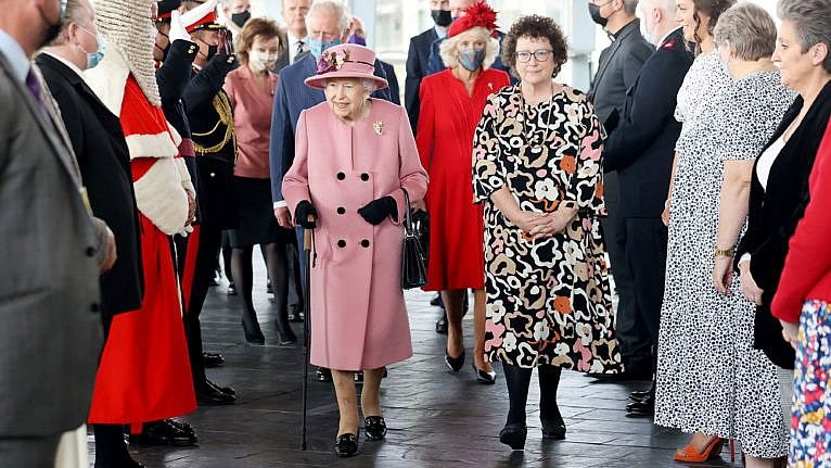 Her Majesty's cane: Yes, it's a sign of age, but she wields it well - Macleans.ca